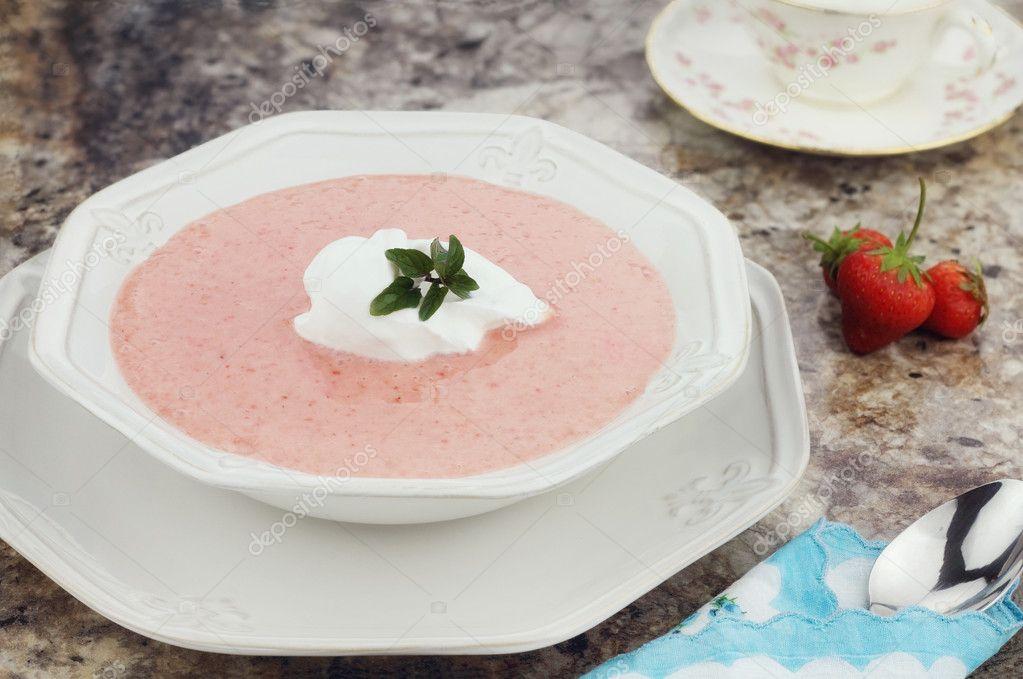 Фруктовый суп из свежих или сушеных фруктов.