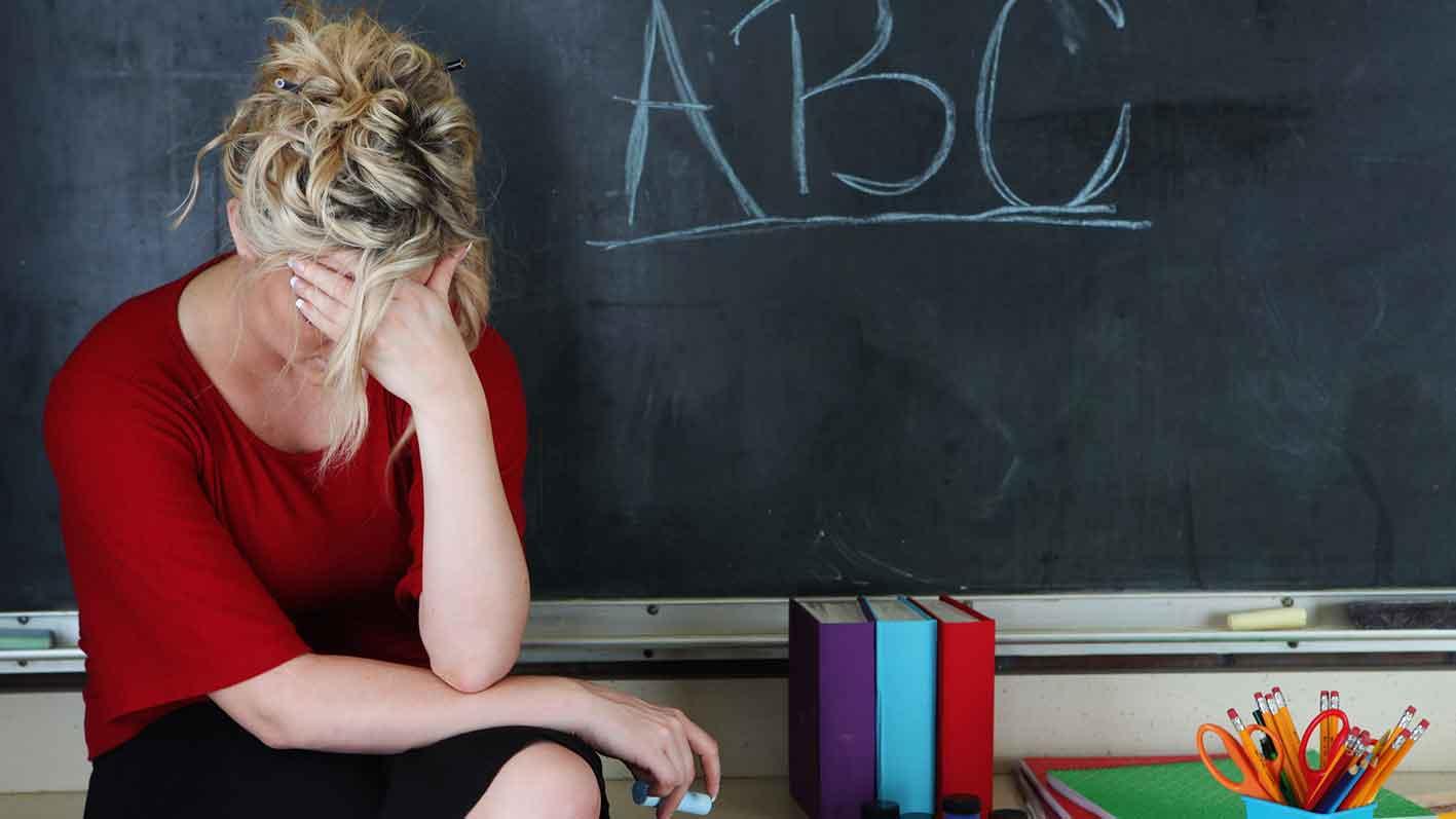 Как решилась проблема обучения в школе между плохим учеником и учителем?
