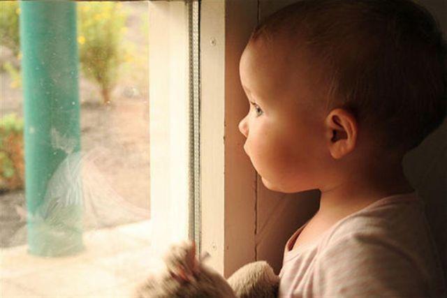 Почему бросают своих детей родители?