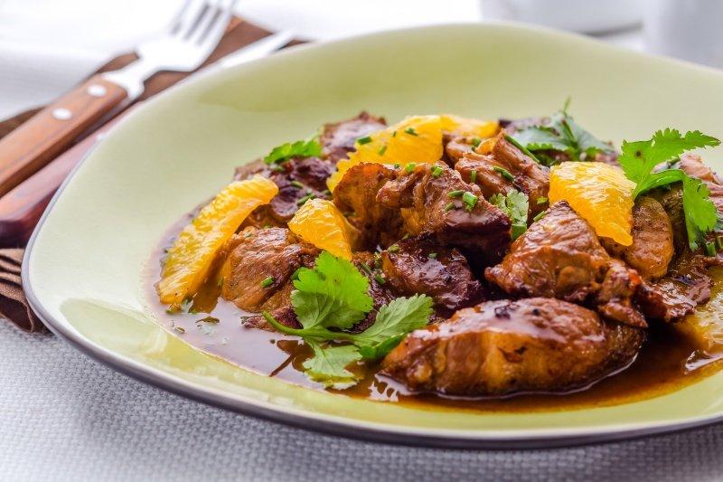 Как приготовить свинину с апельсинами?