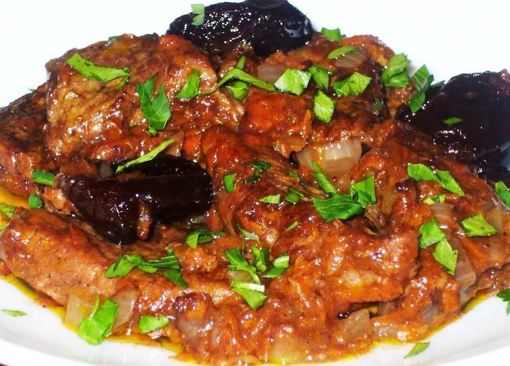 Как готовится индейка с черносливом на праздничный стол?