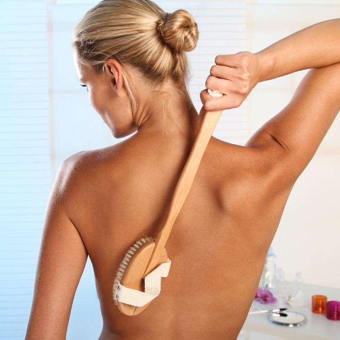 Как делать массаж тела щеткой из натуральной кожи?