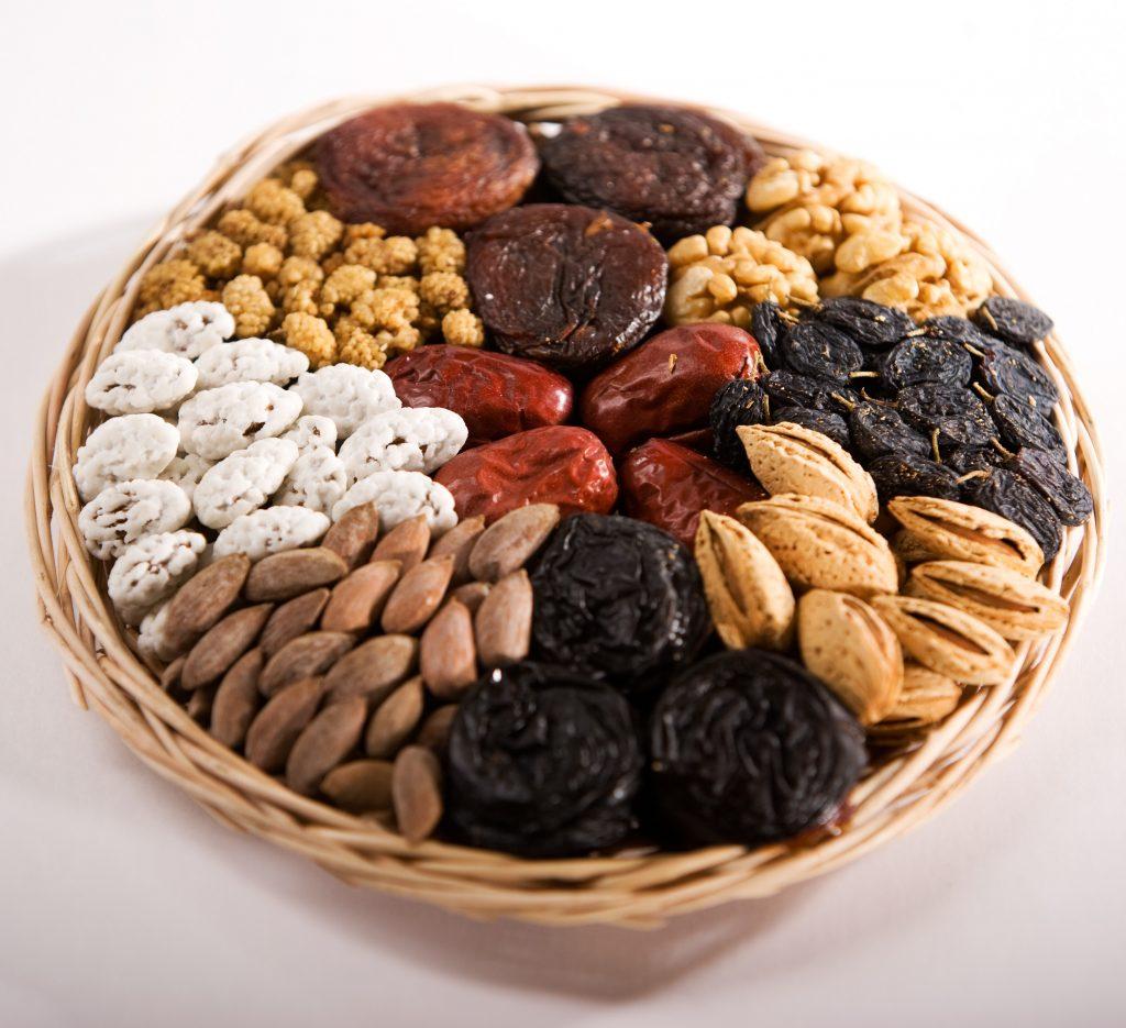 Орехи и сухофрукты полезны для сердца: сколько есть в день, с чем кушать?