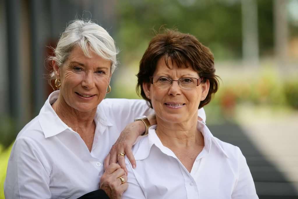 Две подруги после 60