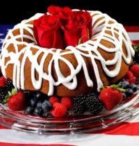 """Очень вкусный пирог с начинкой конфет """"Ирис"""": ингредиенты, приготовление."""